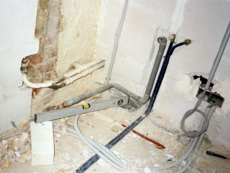Ouderwetse Keukenkranen : Loodgieter – Zinkwerken – Sanitair – Roofing – Brussel-Mechelen